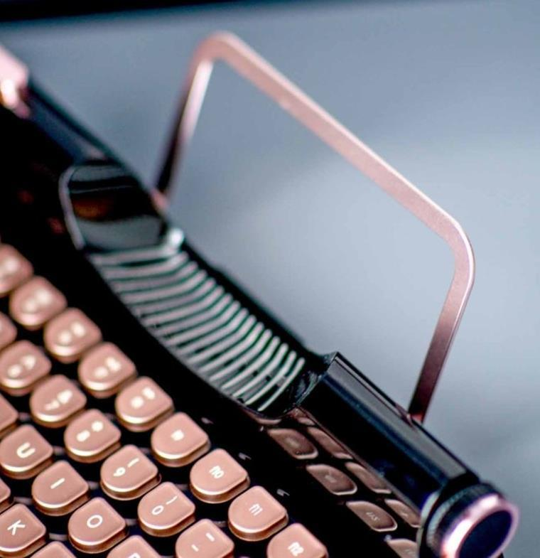 لوحة مفاتيح تمنح مكتبك حسا كلاسيكيا ... أناقة متحركة