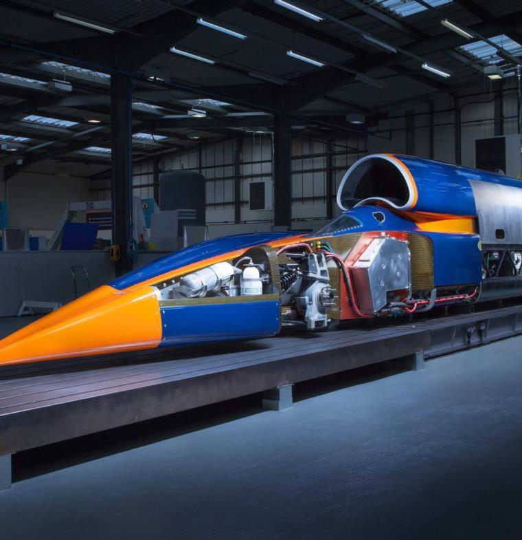 أسرع سيارة في العالم تخضع لاختبارات قبل تحطيمها الرقم القياسي للسرعة