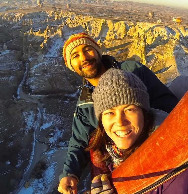 زوجان من مدوني الرحلات يكشفان عن طريقتهما لكسب 6 آلاف دولار شهريا