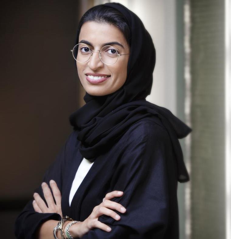 نورة الكعبي، وجْهُ الإمارات المُشرِق