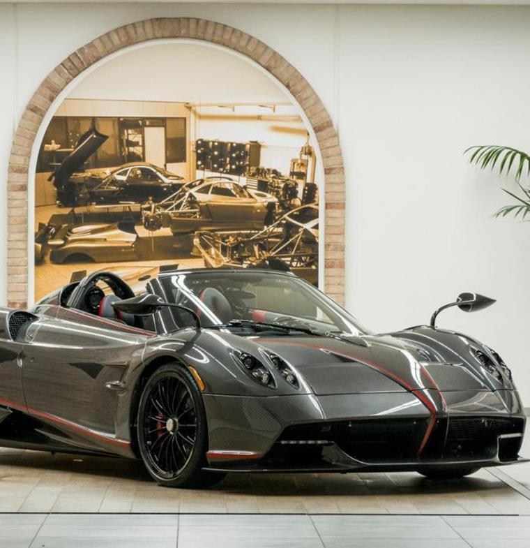 استأجر سيارة Pagani Huayra مقابل 25 ألف دولار شهريا