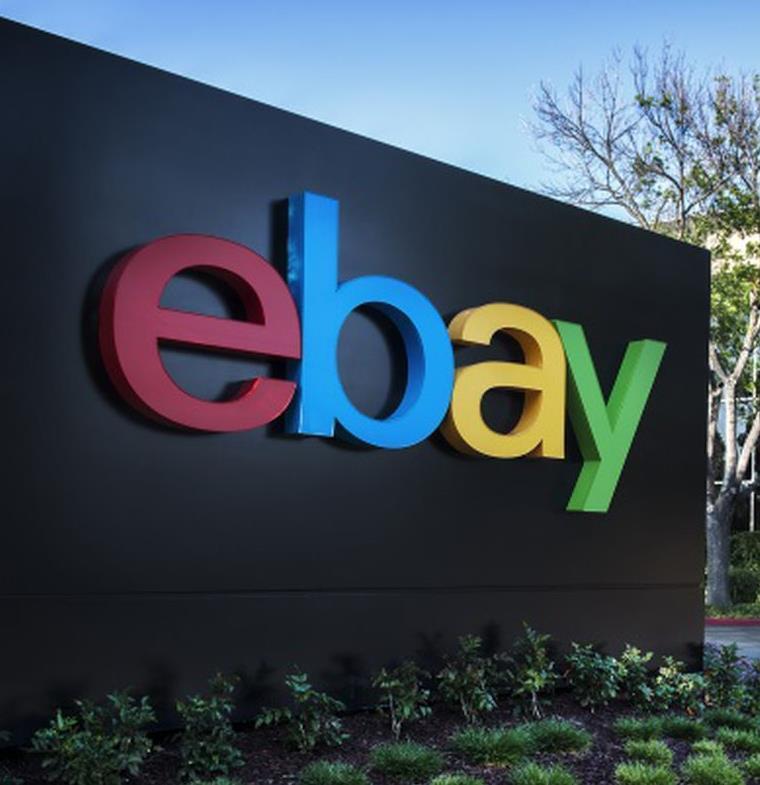 من بينها بيعه رقاقة بطاطا تشيبس الغربية... إليك أغرب الحقائق التي لا تعرفها عن موقع eBay