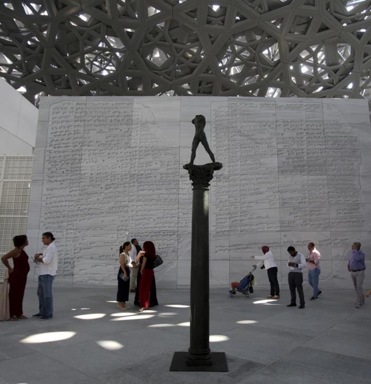 الكشف عن معروضات متحف لوفر أبو ظبي...