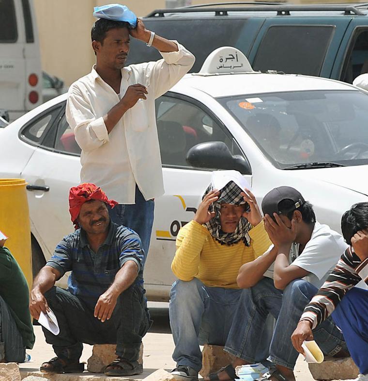 من سيدفع رسوم الوافدين الجديدة في السعودية؟