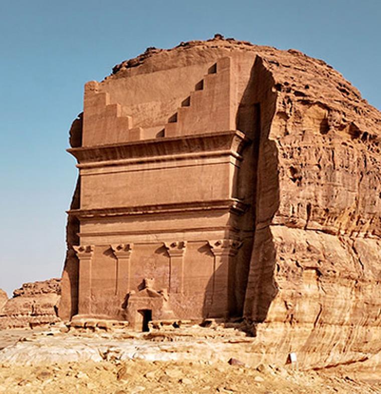 """""""مقبرة غامضة"""" في صحراء السعودية تثير دهشة الغربيين"""