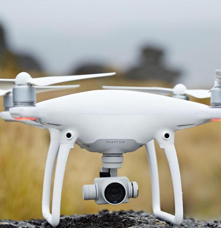 طائرة بدون طيار مصممة لتمشية الكلاب وتتبع المسار المطلوب!