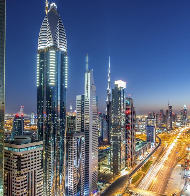 العمل خلال فترة إعادة تجديد تأشيرة الإقامة: قانوني أم لا؟