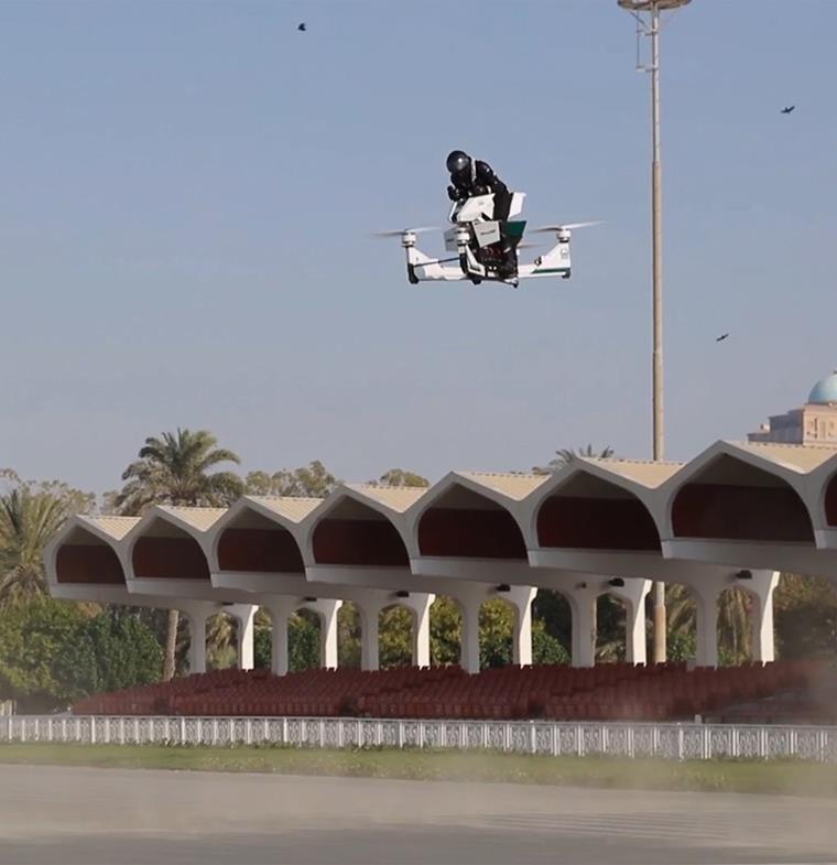 شرطة دبي تكشف عن Hoverbike... أحدث تقنيات مكافحة الجريمة
