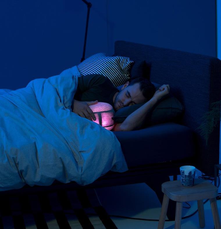 روبوت جديد على شكل وسادة لن تصدّق ماذا يفعل للنائم