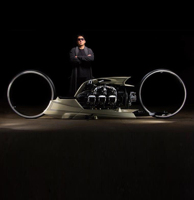 دراجة بخارية شبيهة بآلات ترون: تعمل بمحرك طائرة ومن تصميم سائق سباق برازيلي