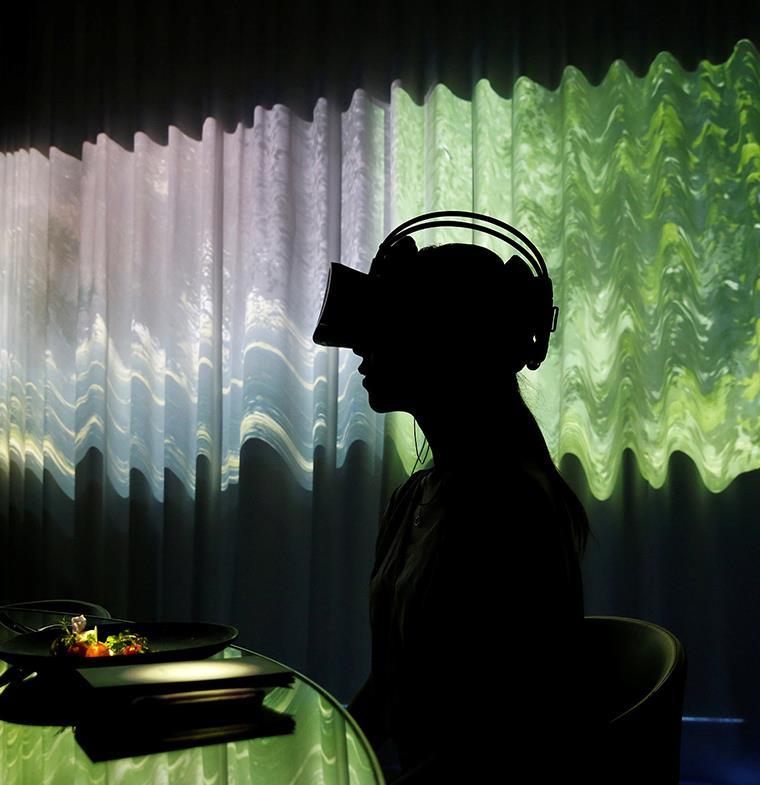أجدد خدمات المطاعم... وجبات بتقنية الواقع الافتراضي