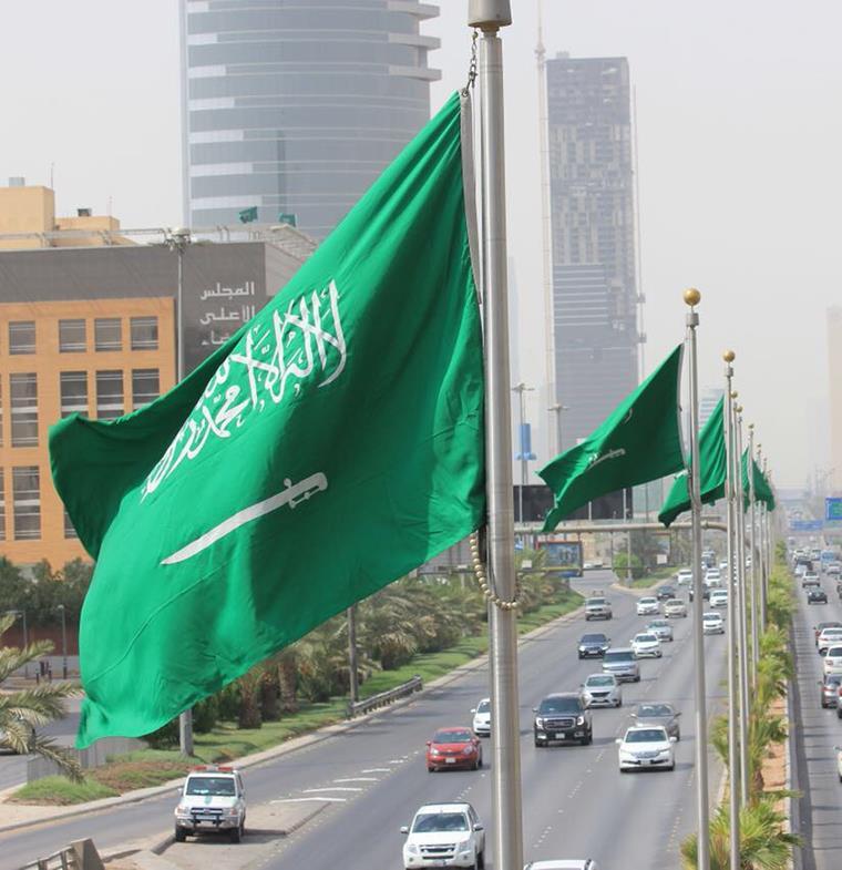 السعودية: نسبة العاملين في القطاع العام من السعوديين 42 بالمئة