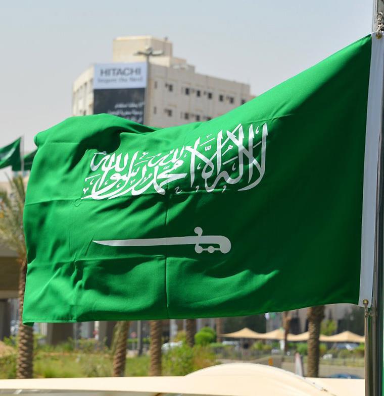 السعودية: 5 آلاف ريال عقوبة لبس السراويل القصيرة في الأسواق