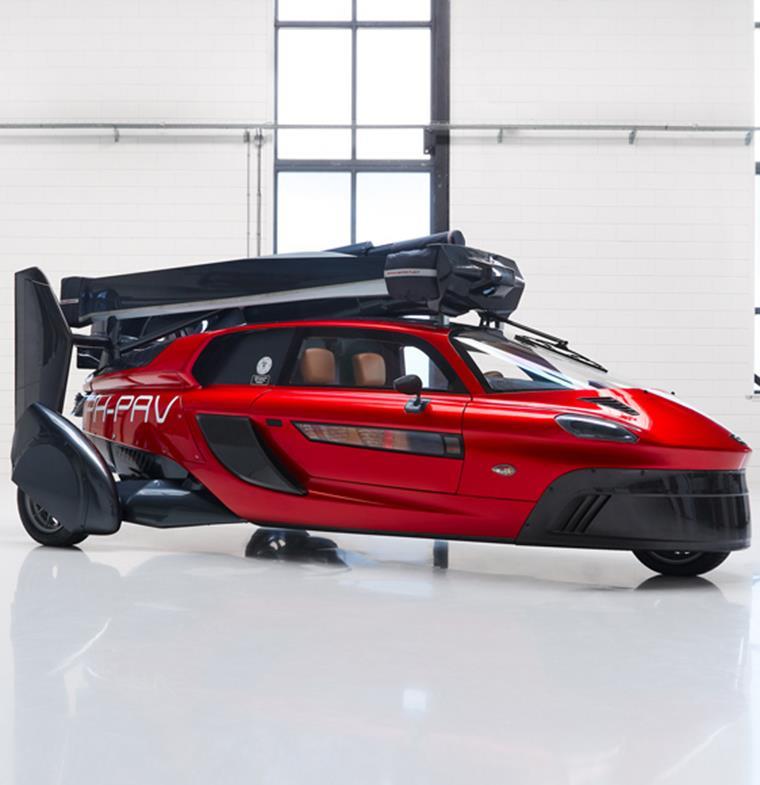 أول سيارة طائرة تجارية في العالم تظهر في معرض فارنبرة