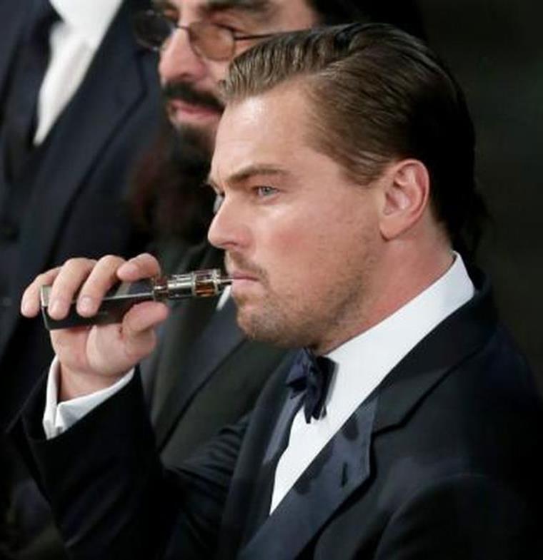 مشاهير قرروا الانتقال للسجائر الإلكترونية... من هم وما هي قصتهم؟