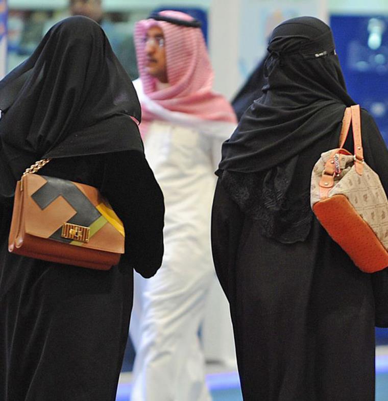 السعودية: الموظفات أكثر كفاءة من الرجال بالمملكة